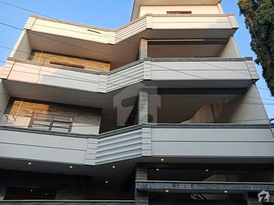 گلستانِِ جوہر ۔ بلاک 14 گلستانِ جوہر کراچی میں 9 کمروں کا 9 مرلہ مکان 3.9 کروڑ میں برائے فروخت۔
