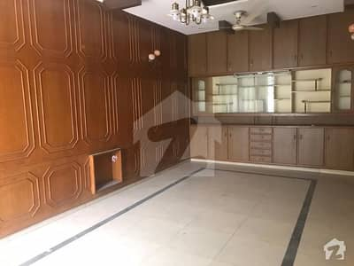 ڈی ایچ اے فیز 2 ڈیفنس (ڈی ایچ اے) لاہور میں 4 کمروں کا 10 مرلہ مکان 80 ہزار میں کرایہ پر دستیاب ہے۔