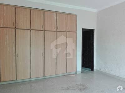 عسکری 10 - سیکٹر ڈی عسکری 10 عسکری لاہور میں 4 کمروں کا 10 مرلہ مکان 65 ہزار میں کرایہ پر دستیاب ہے۔