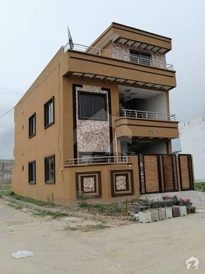 نیو سٹی آرکیڈ واہ لِنک روڈ واہ میں 4 کمروں کا 5 مرلہ مکان 1.1 کروڑ میں برائے فروخت۔