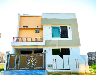 بحریہ ٹاؤن فیز 8 ۔ سفاری ویلی بحریہ ٹاؤن فیز 8 بحریہ ٹاؤن راولپنڈی راولپنڈی میں 5 کمروں کا 7 مرلہ مکان 1.5 کروڑ میں برائے فروخت۔