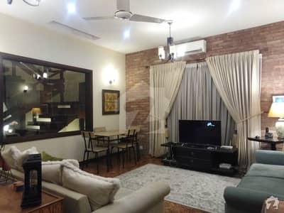 ڈی ایچ اے فیز 8 ڈی ایچ اے کراچی میں 5 کمروں کا 1 کنال مکان 12.5 کروڑ میں برائے فروخت۔