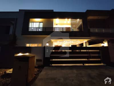 بحریہ ٹاؤن فیز 8 ۔ بلاک سی بحریہ ٹاؤن فیز 8 بحریہ ٹاؤن راولپنڈی راولپنڈی میں 5 کمروں کا 10 مرلہ مکان 2.7 کروڑ میں برائے فروخت۔