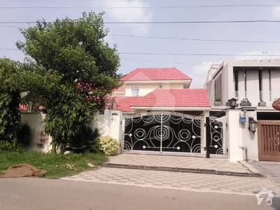 2 KANAL BEAUTIFUL ROYALLY DESIGN HOUSE FOR RENT IN DHA PHASE 4