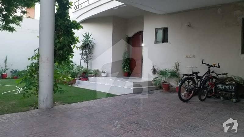 عسکری 10 - سیکٹر اے عسکری 10 عسکری لاہور میں 6 کمروں کا 1 کنال مکان 3.9 کروڑ میں برائے فروخت۔