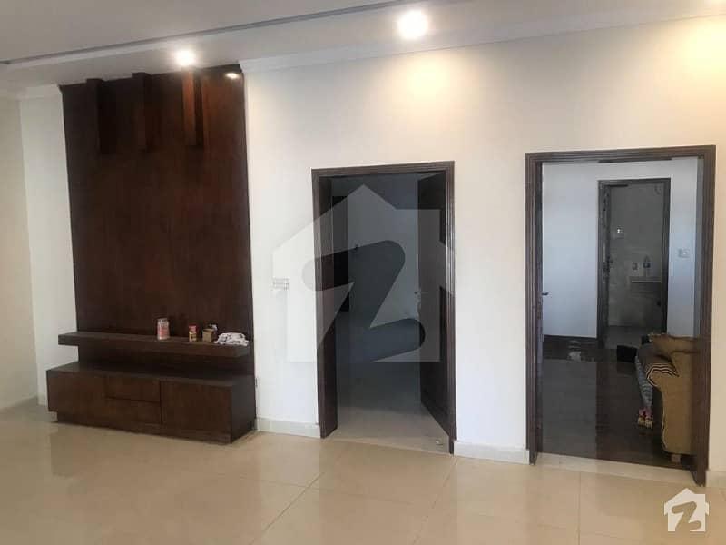 بحریہ ٹاؤن رفیع بلاک بحریہ ٹاؤن سیکٹر ای بحریہ ٹاؤن لاہور میں 5 کمروں کا 10 مرلہ مکان 1.58 کروڑ میں برائے فروخت۔