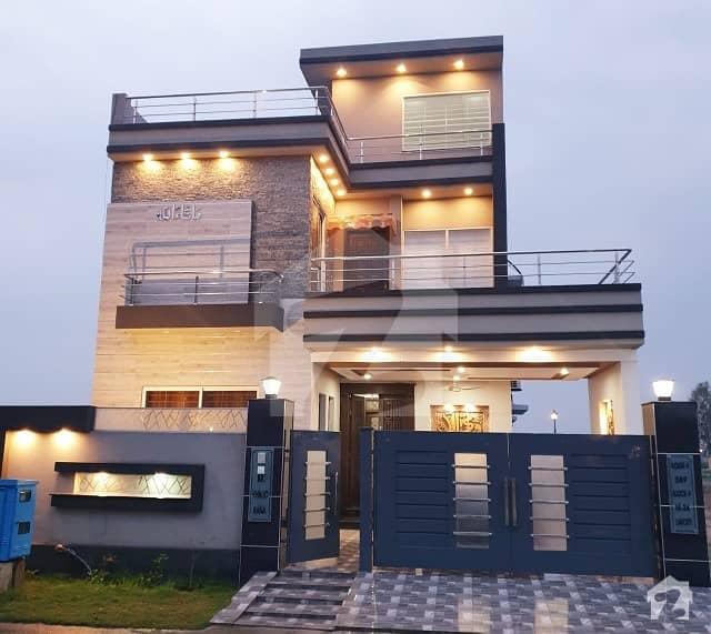 لیک سٹی ۔ سیکٹر ایم ۔ 2اے لیک سٹی رائیونڈ روڈ لاہور میں 5 کمروں کا 10 مرلہ مکان 2.75 کروڑ میں برائے فروخت۔