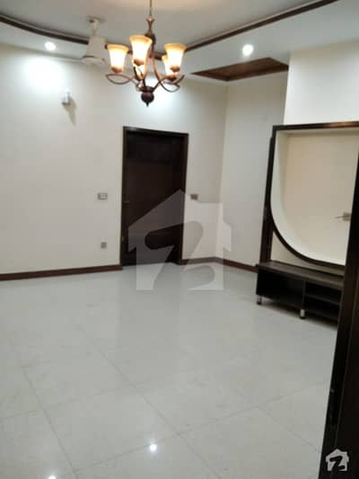 10 marla beautifull house available for rent in model town vvvip location