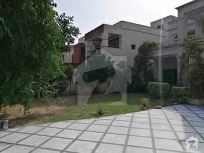 بحریہ ٹاؤن سیکٹر A بحریہ ٹاؤن لاہور میں 5 کمروں کا 1.35 کنال مکان 3.25 کروڑ میں برائے فروخت۔