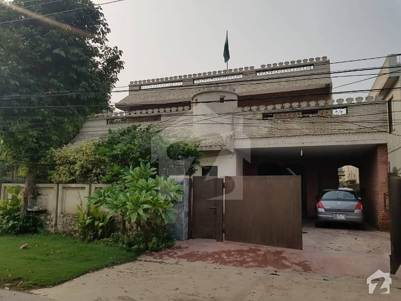 1 Kanal Beautiful Double Unit Bungalow For Sale At Ideal Location And Near To Market Of Dha Phase 3