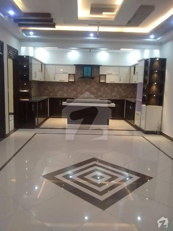 گلستانِ جوہر کراچی میں 9 کمروں کا 10 مرلہ مکان 4.75 کروڑ میں برائے فروخت۔
