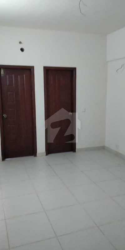 میٹروپولِز ریزیڈینسی جناح ایونیو کراچی میں 2 کمروں کا 4 مرلہ فلیٹ 1.25 کروڑ میں برائے فروخت۔