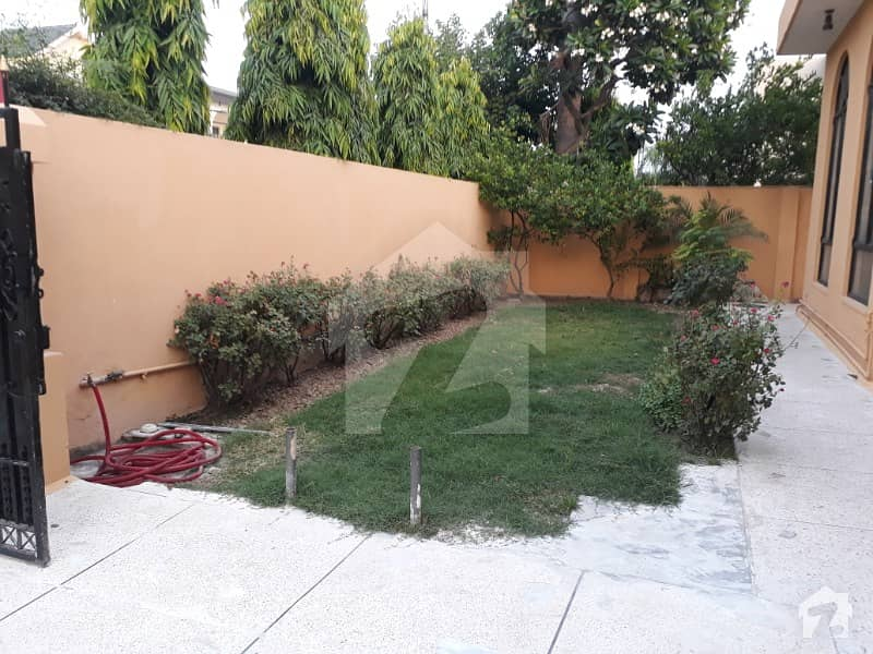ڈی ایچ اے فیز 2 ڈیفنس (ڈی ایچ اے) لاہور میں 3 کمروں کا 1 کنال زیریں پورشن 60 ہزار میں کرایہ پر دستیاب ہے۔