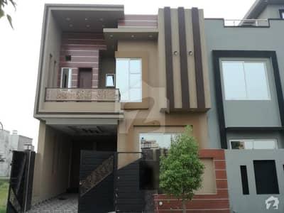 لیک سٹی - سیکٹر M7 - بلاک بی لیک سٹی ۔ سیکٹرایم ۔ 7 لیک سٹی رائیونڈ روڈ لاہور میں 4 کمروں کا 5 مرلہ مکان 1.3 کروڑ میں برائے فروخت۔