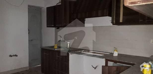 غالب مارکیٹ گلبرگ لاہور میں 8 کمروں کا 1 کنال مکان 3.5 لاکھ میں کرایہ پر دستیاب ہے۔