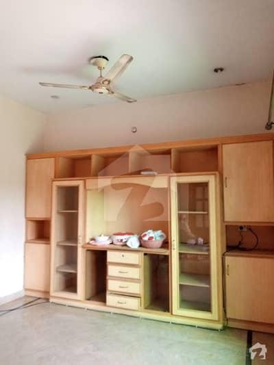 اسٹیٹ لائف ہاؤسنگ فیز 1 اسٹیٹ لائف ہاؤسنگ سوسائٹی لاہور میں 2 کمروں کا 1 کنال بالائی پورشن 35 ہزار میں کرایہ پر دستیاب ہے۔