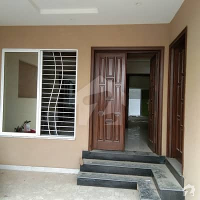 خیابان کالونی 2 فیصل آباد میں 5 کمروں کا 18 مرلہ مکان 2.35 کروڑ میں برائے فروخت۔