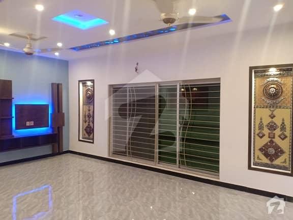 بحریہ ٹاؤن ۔ بلاک ڈی ڈی بحریہ ٹاؤن سیکٹرڈی بحریہ ٹاؤن لاہور میں 5 کمروں کا 10 مرلہ مکان 2.25 کروڑ میں برائے فروخت۔