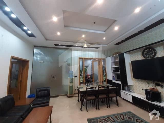 واپڈا ٹاؤن لاہور میں 3 کمروں کا 10 مرلہ مکان 2.2 کروڑ میں برائے فروخت۔