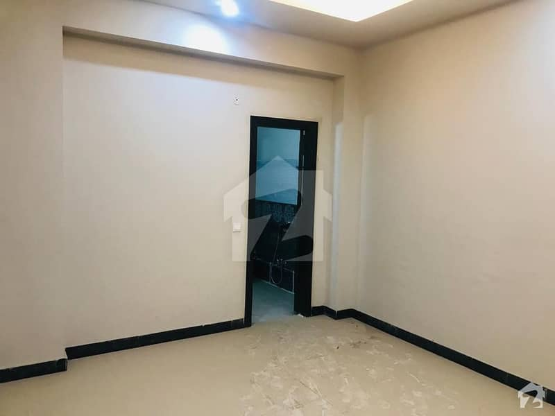 سلک ایگزیکٹو اپارٹمنٹ یونیورسٹی روڈ پشاور میں 3 کمروں کا 5 مرلہ فلیٹ 86 لاکھ میں برائے فروخت۔