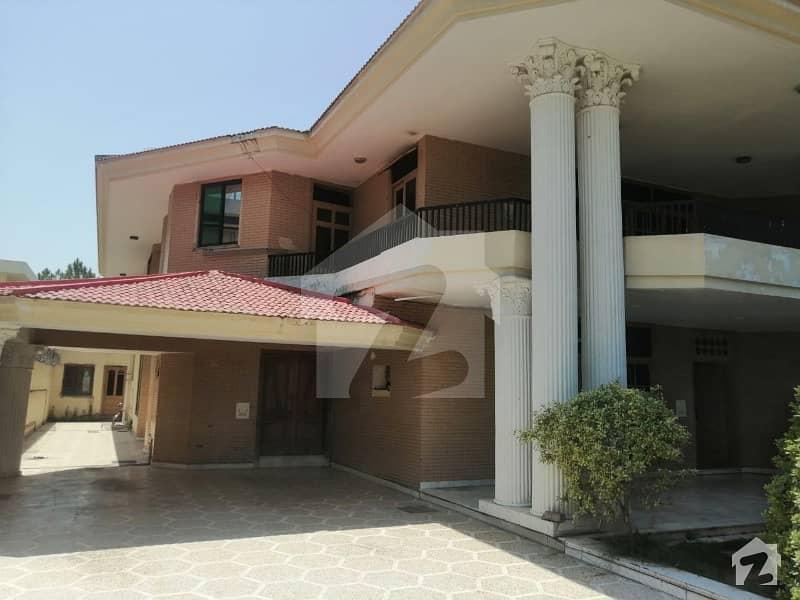 ایف ۔ 10/4 ایف ۔ 10 اسلام آباد میں 8 کمروں کا 2 کنال مکان 12.5 کروڑ میں برائے فروخت۔