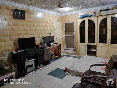 پی ای سی ایچ ایس بلاک 2 پی ای سی ایچ ایس جمشید ٹاؤن کراچی میں 3 کمروں کا 11 مرلہ پینٹ ہاؤس 1.6 کروڑ میں برائے فروخت۔