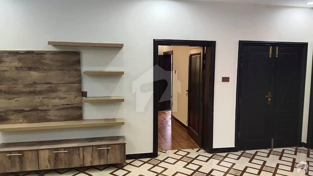 ورسک روڈ پشاور میں 6 کمروں کا 8 مرلہ مکان 2.35 کروڑ میں برائے فروخت۔