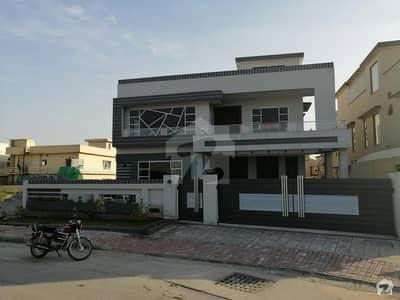 بحریہ ٹاؤن فیز 3 بحریہ ٹاؤن راولپنڈی راولپنڈی میں 6 کمروں کا 1 کنال مکان 5.5 کروڑ میں برائے فروخت۔