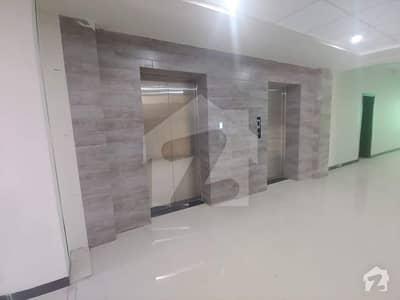 سلک ایگزیکٹو اپارٹمنٹ یونیورسٹی روڈ پشاور میں 5 کمروں کا 14 مرلہ پینٹ ہاؤس 1.75 کروڑ میں برائے فروخت۔