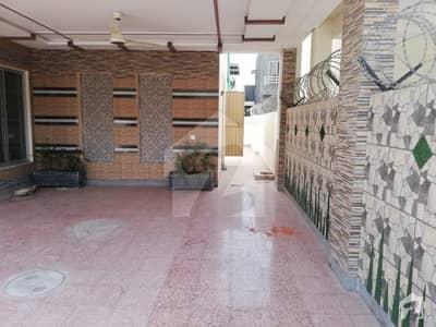 ڈیوائن گارڈنز ۔ بلاک سی ڈیوائن گارڈنز لاہور میں 3 کمروں کا 1 کنال بالائی پورشن 1 لاکھ میں کرایہ پر دستیاب ہے۔