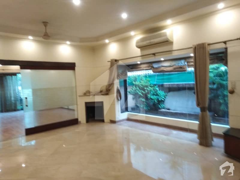 1 Kanal Luxuer  Bungalow For Rent Dha Phase 4