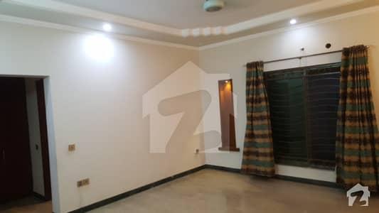 پی جی ای سی ایچ ایس فیز 1 - بلاک بی 1 پی جی ای سی ایچ ایس فیز 1 پنجاب گورنمنٹ ایمپلائیز سوسائٹی لاہور میں 3 کمروں کا 1 کنال بالائی پورشن 45 ہزار میں کرایہ پر دستیاب ہے۔