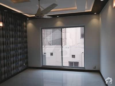 ڈی ایچ اے فیز 6 - بلاک کے فیز 6 ڈیفنس (ڈی ایچ اے) لاہور میں 5 کمروں کا 1 کنال مکان 1.9 لاکھ میں کرایہ پر دستیاب ہے۔