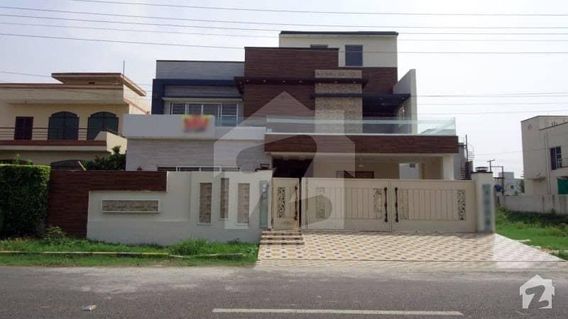 اسٹیٹ لائف فیز 1 - بلاک بی اسٹیٹ لائف ہاؤسنگ فیز 1 اسٹیٹ لائف ہاؤسنگ سوسائٹی لاہور میں 6 کمروں کا 1 کنال مکان 4.5 کروڑ میں برائے فروخت۔