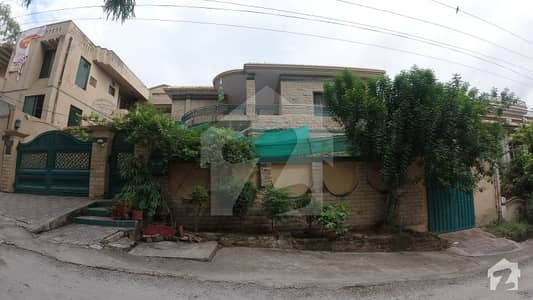 Luxurious 1-Kanal Home In Central Location Of Airport Housing Society Rawalpindi