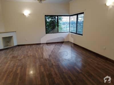 ایف ۔ 10 اسلام آباد میں 3 کمروں کا 9 مرلہ فلیٹ 4.25 کروڑ میں برائے فروخت۔