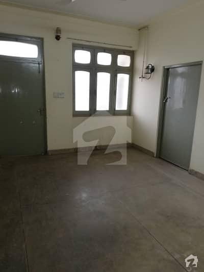 گجر احاطہ ساہیوال میں 3 کمروں کا 10 مرلہ مکان 28 ہزار میں کرایہ پر دستیاب ہے۔