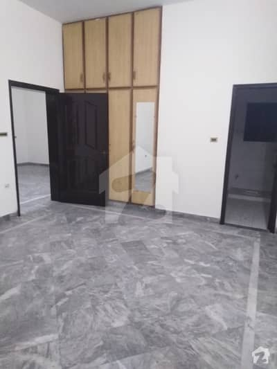 2700  Square Feet Lower Portion In Cantt For Rent