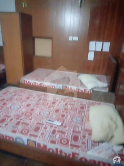Room Of 300  Square Feet Available In Model Town