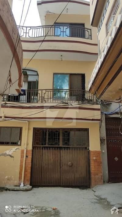 نواب آباد واہ میں 5 کمروں کا 5 مرلہ مکان 1.05 کروڑ میں برائے فروخت۔