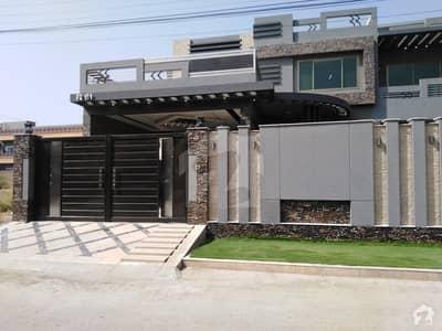 حیات آباد فیز 6 - ایف2 حیات آباد فیز 6 حیات آباد پشاور میں 10 کمروں کا 1 کنال مکان 7.8 کروڑ میں برائے فروخت۔