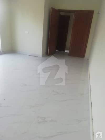 اسٹیٹ لائف ہاؤسنگ سوسائٹی لاہور میں 2 کمروں کا 10 مرلہ بالائی پورشن 32 ہزار میں کرایہ پر دستیاب ہے۔