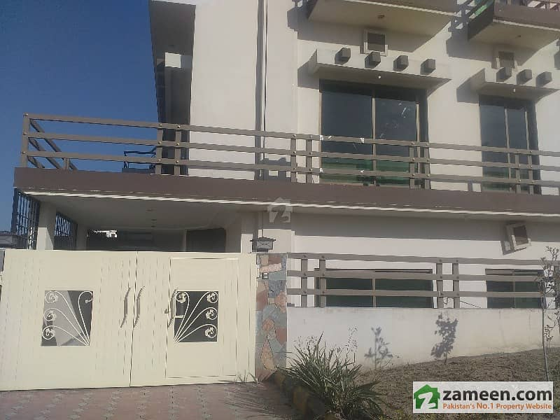 Basement With 3 Bed Dining Kitchen TV Lounge Gas In Bahria Town Phase 8 - Block E