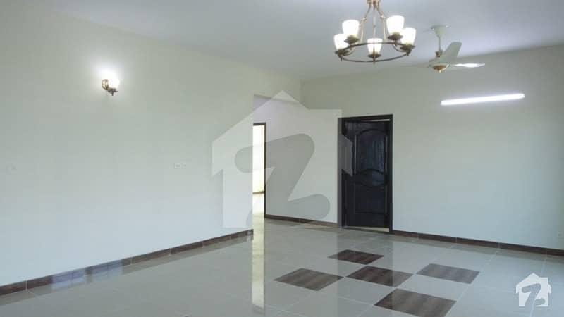عسکری 11 ۔ سیکٹر بی عسکری 11 عسکری لاہور میں 4 کمروں کا 12 مرلہ فلیٹ 1.9 کروڑ میں برائے فروخت۔