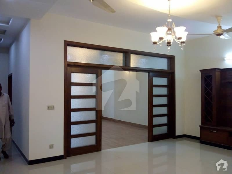 بحریہ ٹاؤن فیز 8 ۔ بلاک اے بحریہ ٹاؤن فیز 8 بحریہ ٹاؤن راولپنڈی راولپنڈی میں 5 کمروں کا 10 مرلہ مکان 2.8 کروڑ میں برائے فروخت۔
