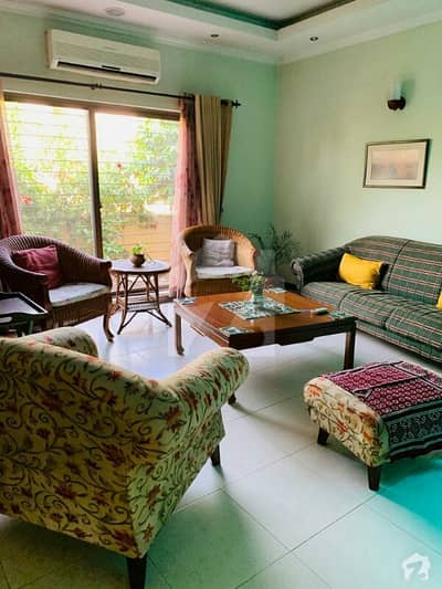 پینٹا سکوائر بائے ڈی ایچ اے لاهور ڈی ایچ اے فیز 5 ڈیفنس (ڈی ایچ اے) لاہور میں 7 کمروں کا 1 کنال مکان 1.7 لاکھ میں کرایہ پر دستیاب ہے۔