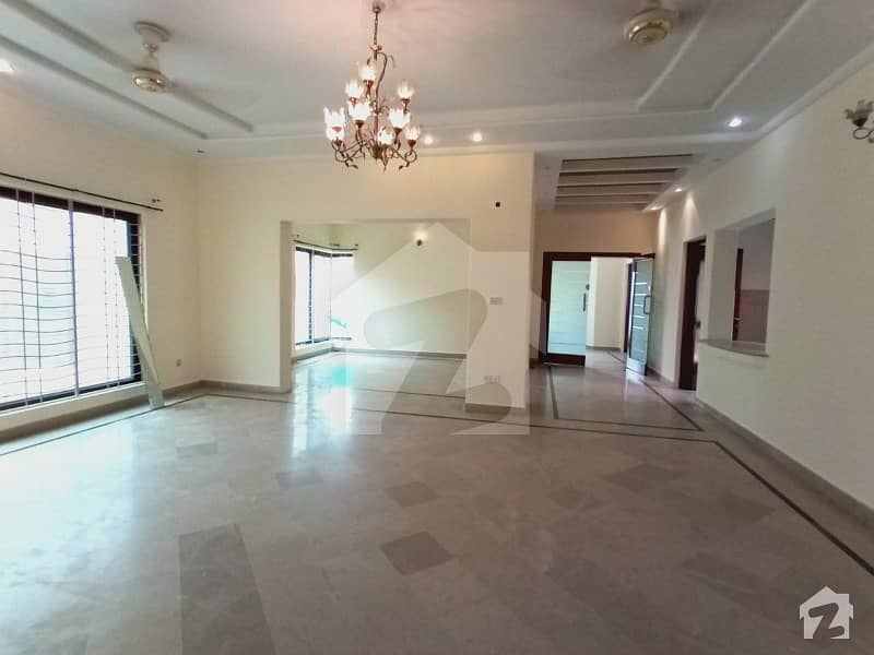 Super Hot Location One Kanal Full House Are Available For Rent In Phase 4