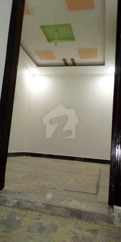 اچھرہ لاہور میں 1 کمرے کا 1 مرلہ کمرہ 12 ہزار میں کرایہ پر دستیاب ہے۔