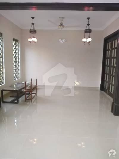 10 Marla Corner House 5 Bedrooms Drawing Dining 2 Kitchen Green Lawn Best Location And Condition