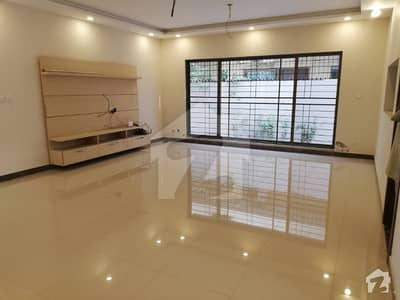 1 Kanal Luxury New 3 Beds Lower Portion Gas Available